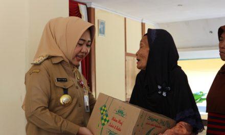 Penerima Rantang Berkah di Kecamatan Bukateja Terima Bingkisan Lebaran dari Bupati Purbalingga